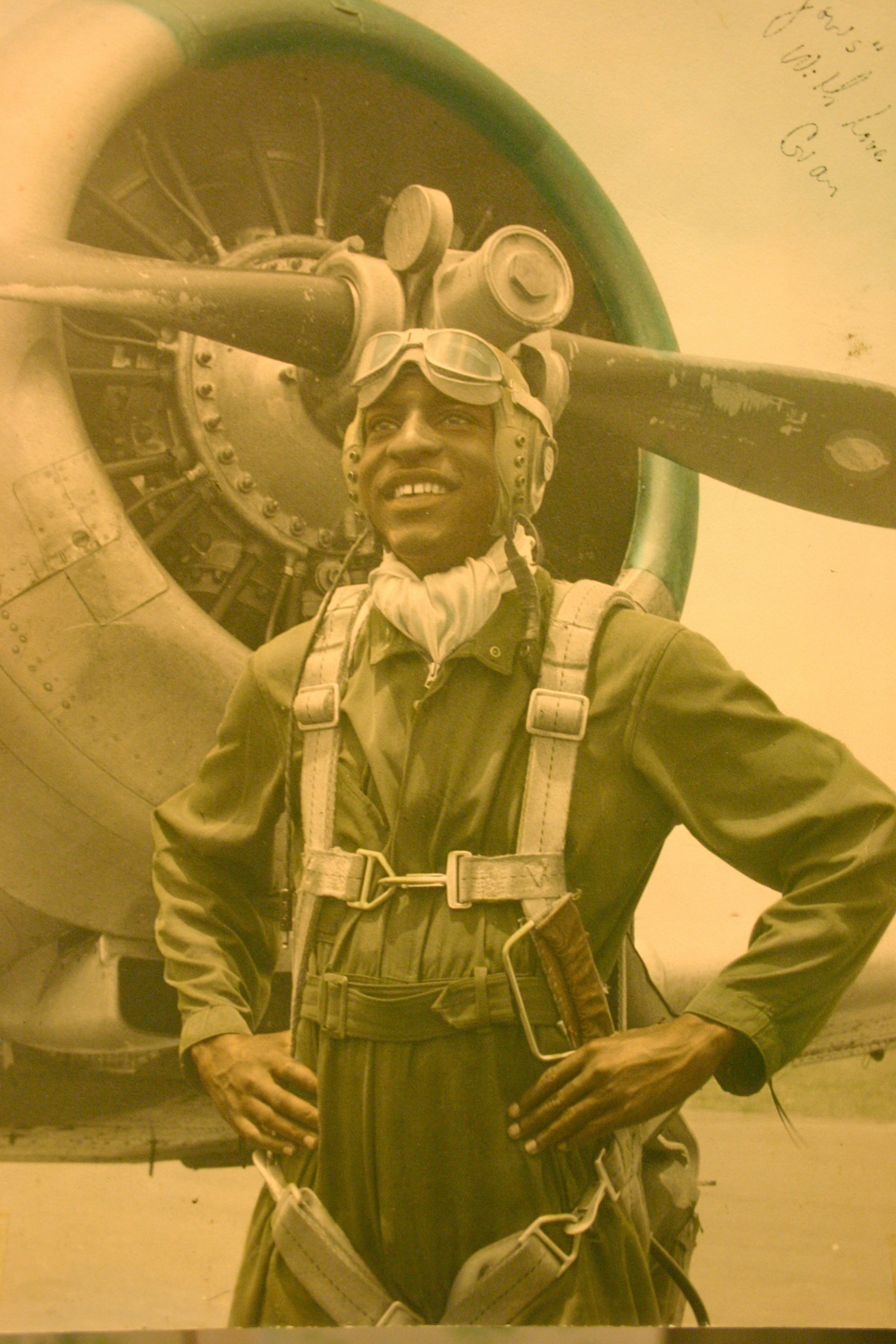 an introduction to the history of the tuskegee airman The tuskegee airmen - men of honor today, our field trippin' momma takes us on a trip to tuskegee, alabama to visit the tuskegee airmen museum today in history.